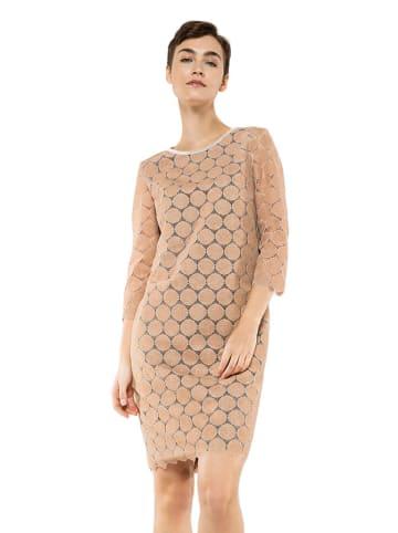 Deni Cler Sukienka w kolorze beżowym