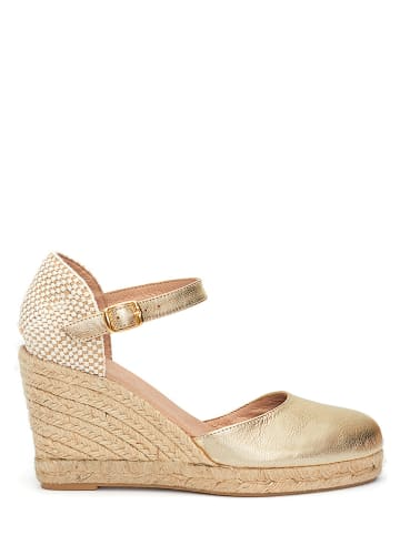 CLKA Skórzane sandały w kolorze złotym na koturnie