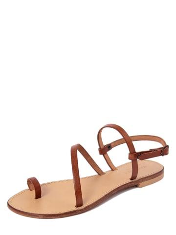SUMMERY Leren teenslippers bruin