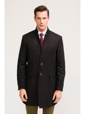 RNT23 Płaszcz w kolorze czarnym