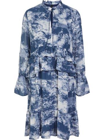 """Y.A.S Sukienka """"Cloudy"""" w kolorze niebiesko-białym"""
