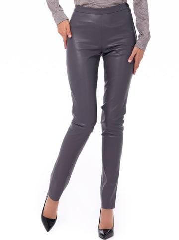 Iren Klairie Spodnie w kolorze szarym