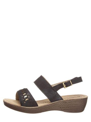 Inblu Sandały w kolorze czarnym na koturnie
