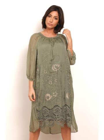 "Plus Size Fashion Sukienka ""Chana"" w kolorze khaki"