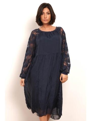 """Plus Size Fashion Sukienka """"Monica"""" w kolorze granatowym"""