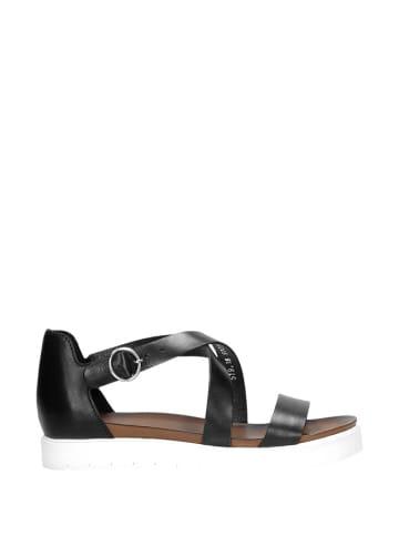 Wojas Skórzane sandały w kolorze czarnym
