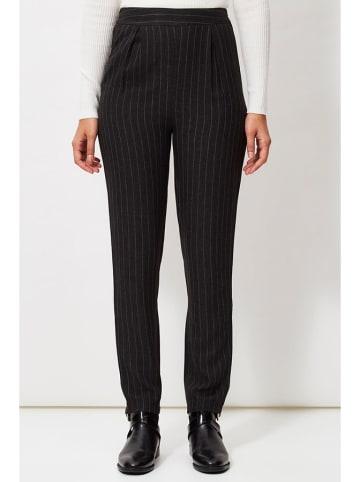 Sandro Ferrone Spodnie w kolorze czarnym