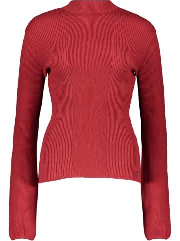 """Tigha Sweter """"Elisha"""" w kolorze czerwonym"""