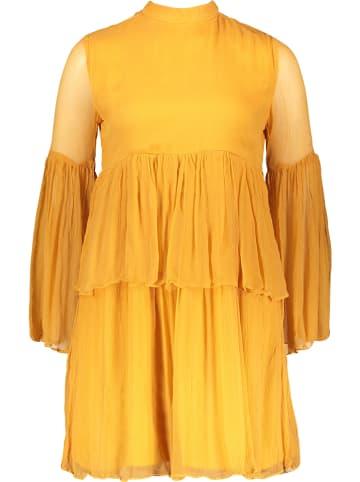 """Tigha Sukienka """"Kourtney"""" w kolorze musztardowym"""