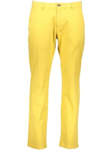 Bugatti Spodnie chino w kolorze żółtym