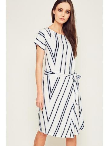 Moda Su Sukienka w kolorze białym ze wzorem