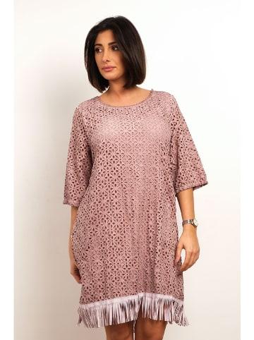 """Plus Size Fashion Sukienka """"Coco"""" w kolorze jasnoróżowym"""