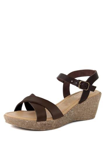 LAB78 Skórzane sandały w kolorze brązowym na koturnie