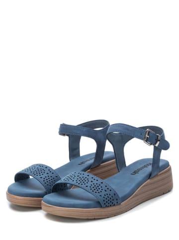 Xti Sandały w kolorze niebieskim na koturnie