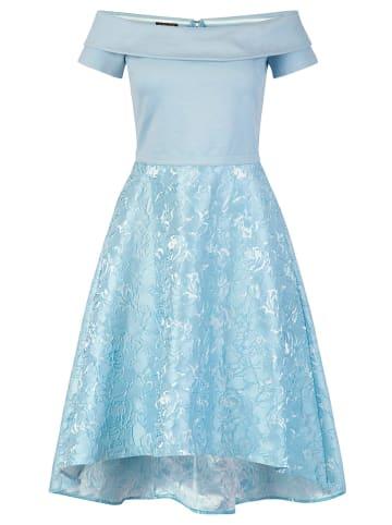 APART Sukienka w kolorze błękitnym