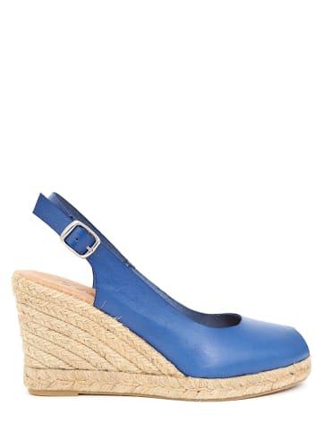 CLKA Skórzane sandały w kolorze niebieskim na koturnie
