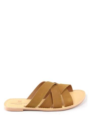 """Manoukian shoes Skórzane klapki """"Jalane"""" w kolorze jasnobrązowym"""