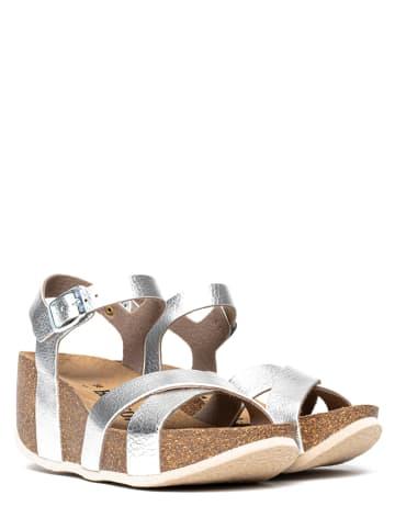 """BAYTON Sandały """"Gasteiz"""" w kolorze srebrnym na koturnie"""
