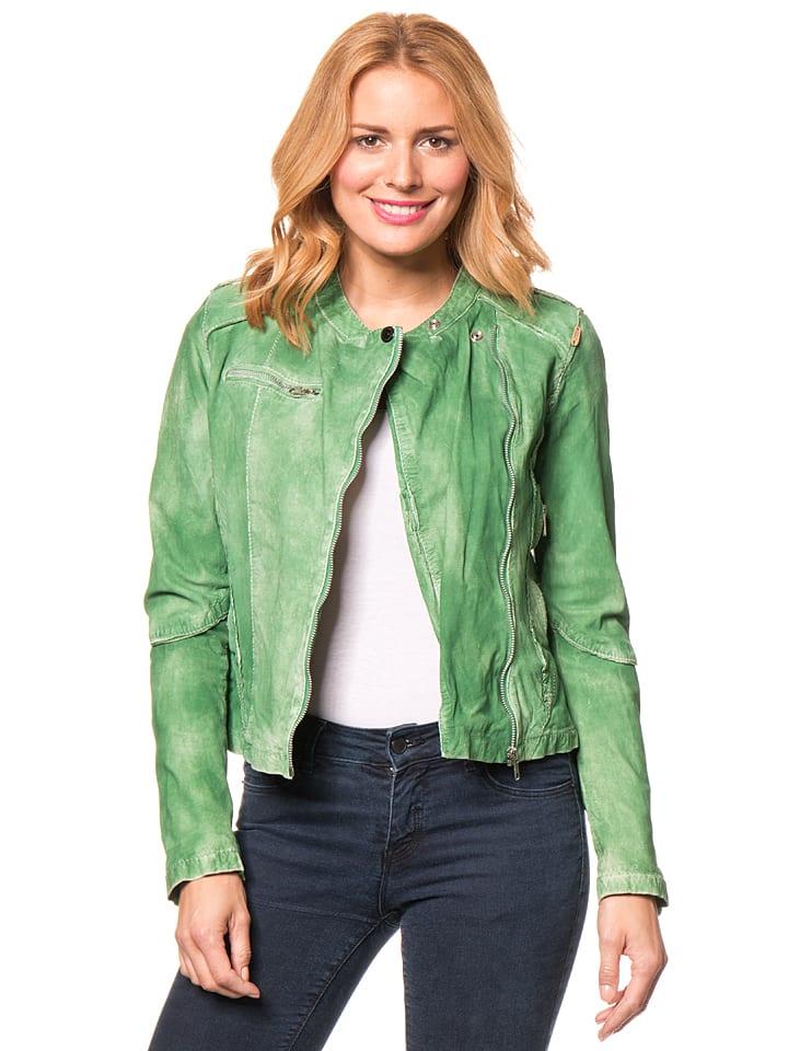 Dat komt omdat leren jassen je een bepaalde look geven zoals geen ander kledingstu dat kan. Een effortless coolness, waardoor elke outfit enorm wordt opgekrikt. Maar leren jassen zorgen ook voor een bepaalde klasse, voor stijl en sophistacation.