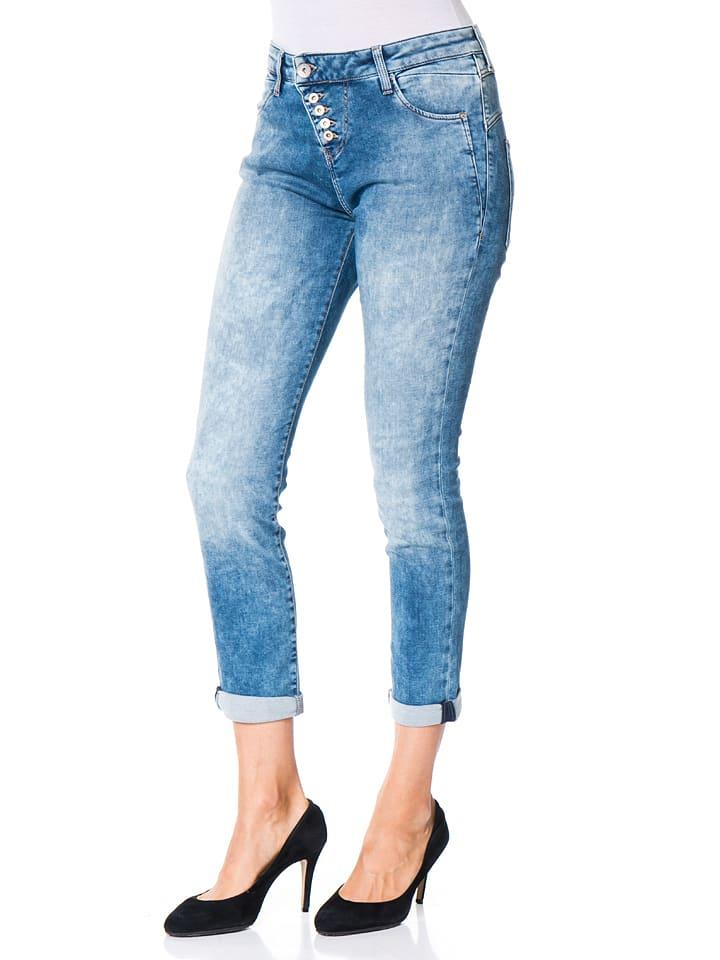 54% *. Mavi Jeans