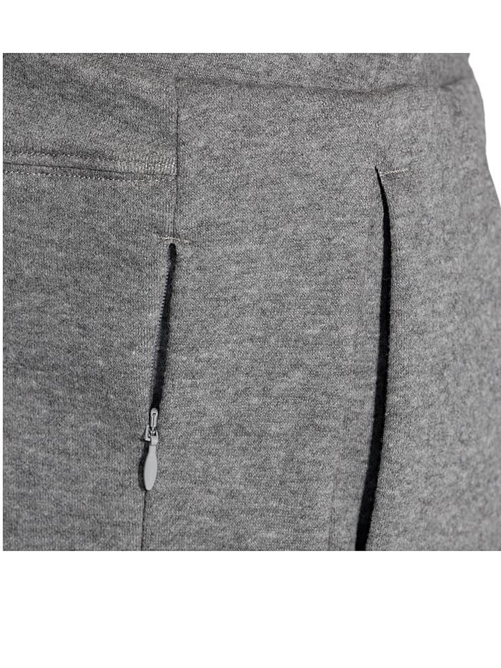 Asics Sweatshorts in Grau