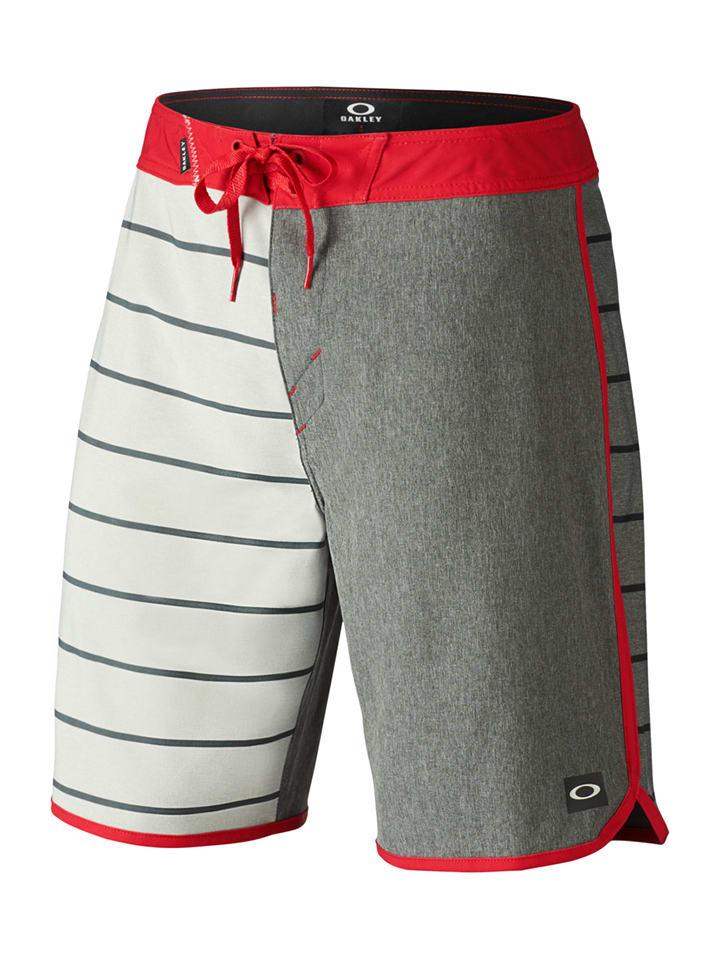 Oakley Badeshorts in Grau/ Creme