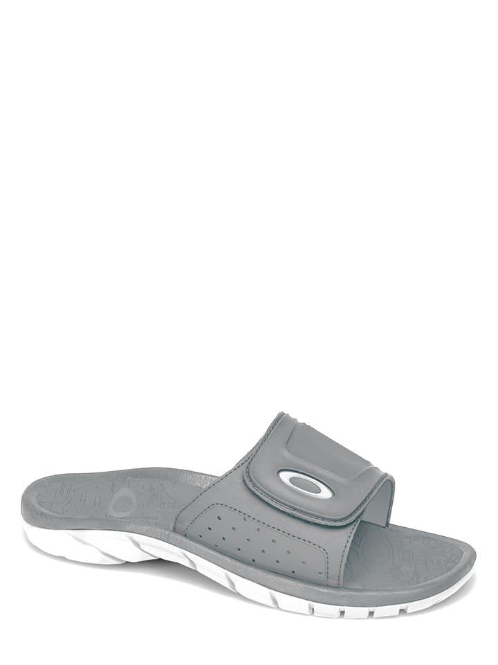 Oakley Pantolette in Grau