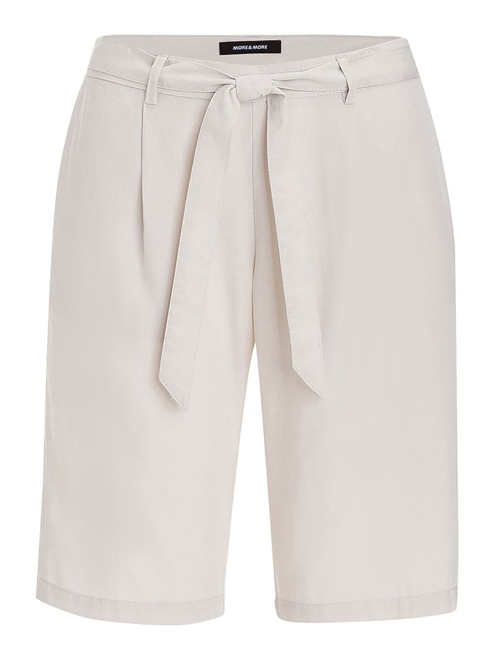 More & More Shorts in Creme