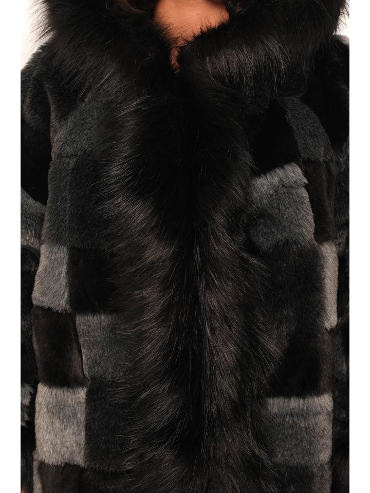 Plus Size Fashion Mantel